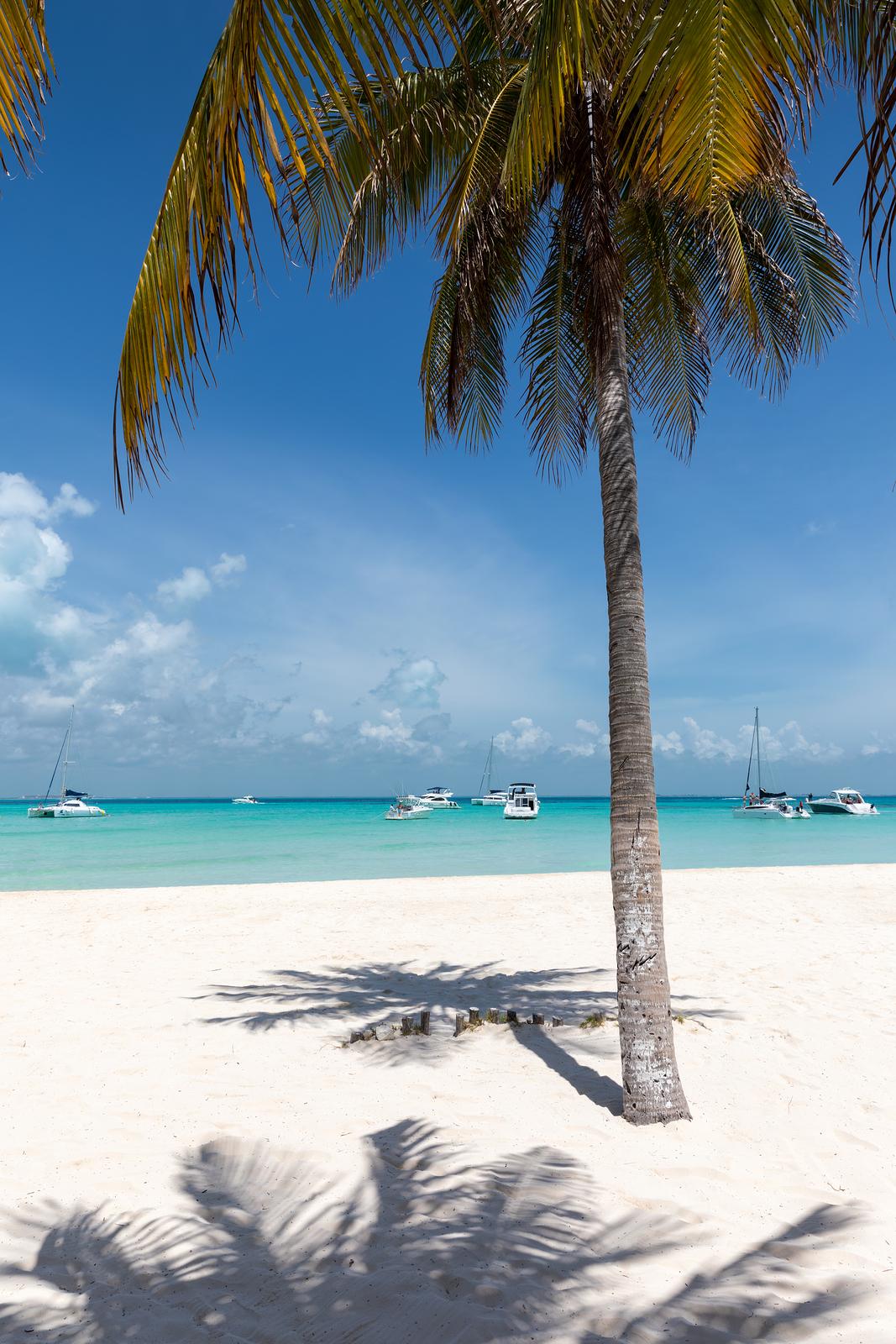 File:A beautiful beach in Cancun, Mexico.jpg - Wikimedia